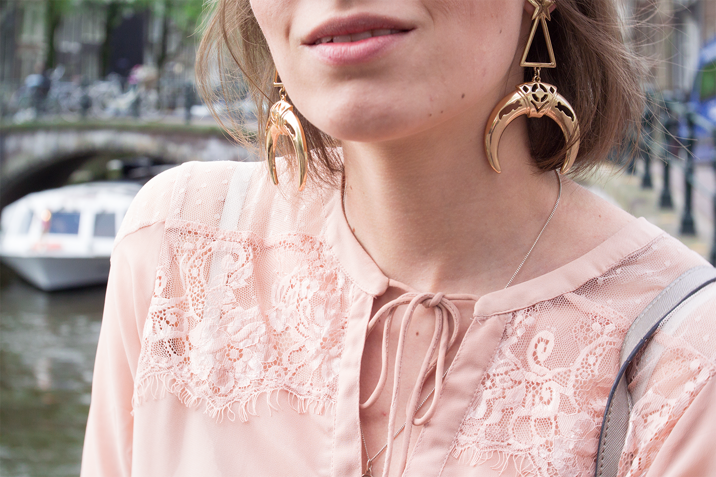 hm-moon-triangle-gold-earrings-blogger-outfit-amsterdam